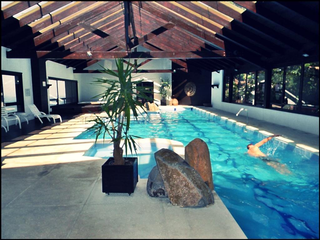 Apto. em condomínio fechado com piscina