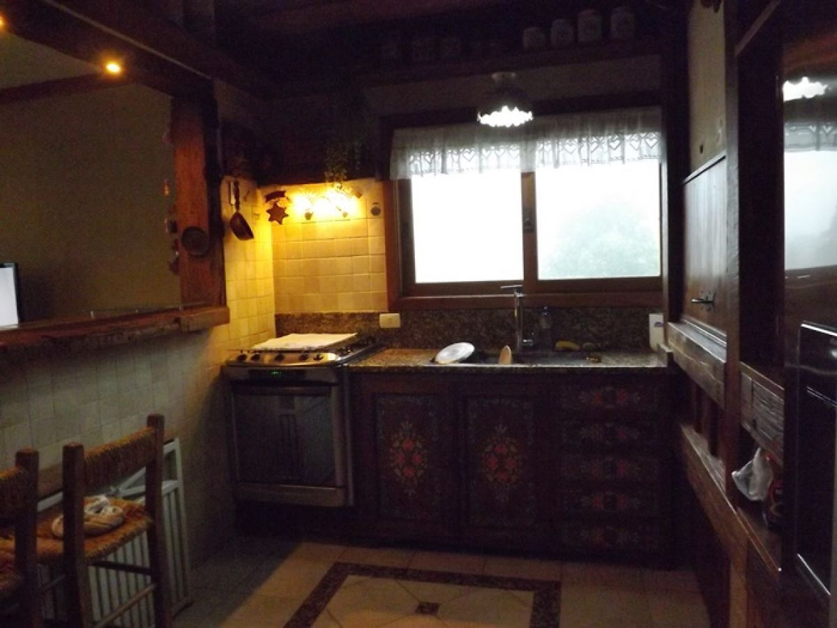 Apto. próximo ao centro de Gramado com churrasqueira e lareira