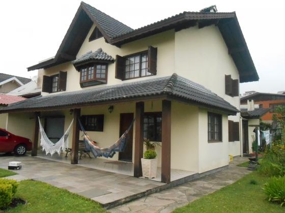 Excelente casa em Gramado próximo a Av. das Hortênsias