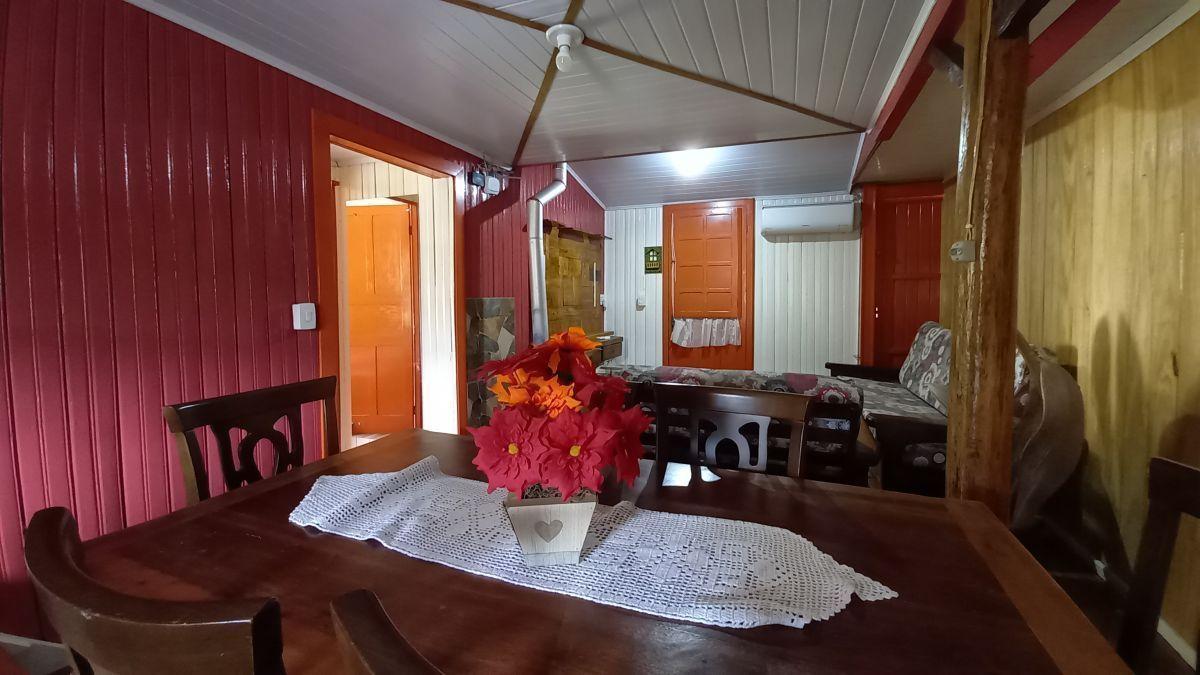 Casa com 3 dormitórios - Dutra